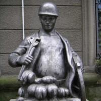 Памятник говну.